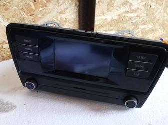 radio ( display crapat ) de skoda octavia 3 cu cod 5E0035871A