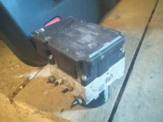 pompa ABS de ford focus / ford C max cod : BV61-2C405-AL